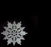 Sneeuwvlok op zwarte royalty-vrije stock foto