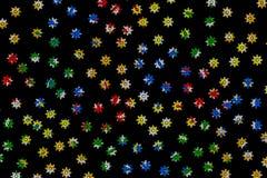 Sneeuwvlokken kleurrijk op zwarte achtergrond stock foto's