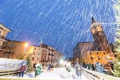 Sneeuwvlokken op Duomo van Bussolengo bij Kerstmis 2017 royalty-vrije stock foto