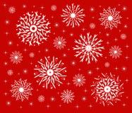 Sneeuwvlokken op rood royalty-vrije illustratie