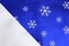 Sneeuwvlokken op Zilveren en Blauwe Achtergrond Royalty-vrije Stock Foto