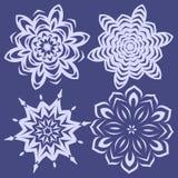 Sneeuwvlokken voor het ontwerp dat van de Kerstmiswinter worden geplaatst Royalty-vrije Stock Afbeeldingen