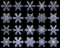 Sneeuwvlokkenreeks ongebruikelijke pictogrammen Witte sneeuwvlokken op een donkerblauwe ijzige achtergrond De bevroren inzameling Stock Foto