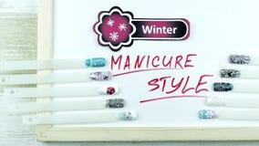 Sneeuwvlokkenstickers en manicurestijl stock videobeelden