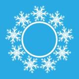 Sneeuwvlokontwerp voor kaderachtergrond Vector illustratie De winterpatroon Grafische manier Witte en blauwe kleuren Malplaatje v Stock Afbeelding