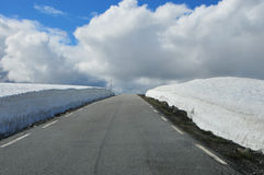 Sneeuwweg Stock Afbeeldingen