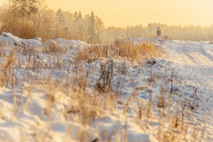 Sneeuwweg bij zonsopgang royalty-vrije stock afbeelding