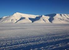 Sneeuwweg op Svalbard royalty-vrije stock foto's