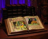 Sneeuwwitje en het boek van het Zeven Dwergenverhaal stock foto