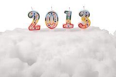 Sneeuwwitjecake met kaarsen. 2013. (Het Knippen weg) Royalty-vrije Stock Fotografie