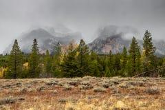 Sneeuwwolken in Grote Tetons royalty-vrije stock foto