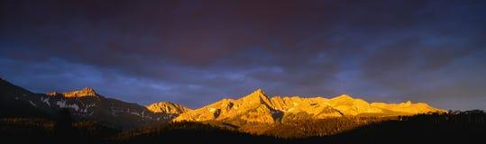 Sneffel berg på soluppgången fotografering för bildbyråer
