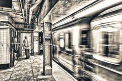 Snel bewegende metro in de metro van New York royalty-vrije stock fotografie