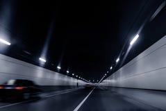 Snel bewegende voertuigen in de tunnel Stock Fotografie