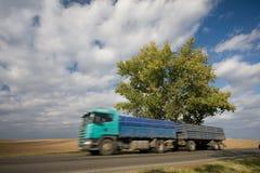 Snel bewegende vrachtwagen Stock Foto
