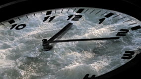 Snel spinnende analoge klok stock videobeelden