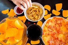 Snel voedsel en ongezond het eten concept - sluit omhoog van pizza, fre Stock Foto