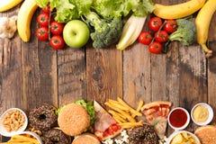 Snel voedsel of natuurlijke voeding royalty-vrije stock afbeeldingen