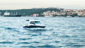 Snelheidsboot in Bosphorus stock footage