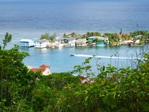 Snelheidsboot in Eiken Ridge Harbour, Roatan stock foto