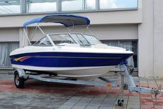 Snelheidsboot op aanhangwagen royalty-vrije stock afbeelding