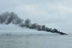 Snelheidsboot op brand in Tarakan, Indonesië Royalty-vrije Stock Foto