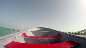 Snelheidsboot op de oceaan stock footage
