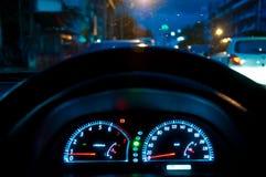 Snelheidsmeter in auto Royalty-vrije Stock Afbeeldingen