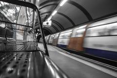 Snelheidstrein in Londen ondergronds Royalty-vrije Stock Fotografie