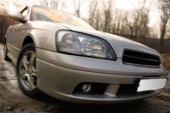 Snelle auto bij de landweg met het effect van het motieonduidelijke beeld. Stock Afbeelding
