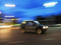 Snelle auto in de nacht Royalty-vrije Stock Afbeeldingen