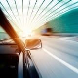 Snelle auto's in tunnel Stock Foto's