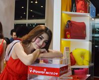 Snelle Autoshow2014 BANGKOK, THAILAND 4,2014 Juli Niet geïdentificeerd model stelde Shell, Bitec-Overeenkomst Hall Bangna voor Royalty-vrije Stock Foto