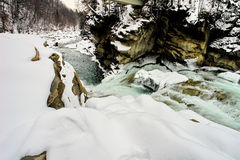 Snelle de winterrivier royalty-vrije stock fotografie