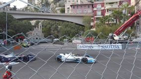 Snelle formulee auto's op Monaco e-Prix stock videobeelden