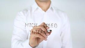 Snelle internetdiensten, Zakenman Writing op Glas stock foto's