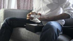 Snelle motie - het unboxing van Apple-TV stock video