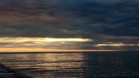 Snelle spruit van de zonsondergang in Kroatië, Europa stock footage