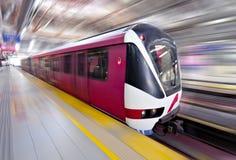 Snelle trein LRT in motie, Kuala Lumpur stock foto's