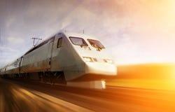 Snelle trein met motieonduidelijk beeld Royalty-vrije Stock Afbeeldingen