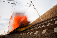 Snelle trein op een mooie de zomerdag Royalty-vrije Stock Foto