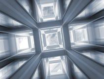 Snelle vlucht door abstracte bouw aan hemel Stock Afbeelding
