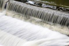 Snelle waterkering Stock Afbeelding