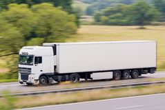 Snelle witte vrachtwagen Royalty-vrije Stock Foto's