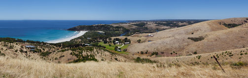 Snelling wzgórzy i plaży panorama Kangur wyspa, Australia zdjęcia stock
