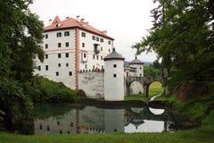Sneznik-Schloss Slowenien lizenzfreie stockfotos
