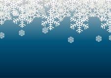 Snöflinga på blå bakgrund; Design för mall för julsäsongferie; Lycklig berömdekor Royaltyfria Foton