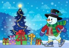 Snögubbe nära julgrantema 2 Arkivbild