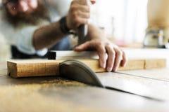 SnickarehantverkareHandicraft Wooden Workshop begrepp arkivbild