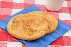 Snickerdoodle cookies on a picnic table Royalty Free Stock Photos
